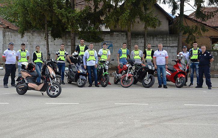 Trening bezbedne vožnje za mopediste u Lapovu, Kruševcu i Surdulici   Agencija za bezbednost saobraćaja