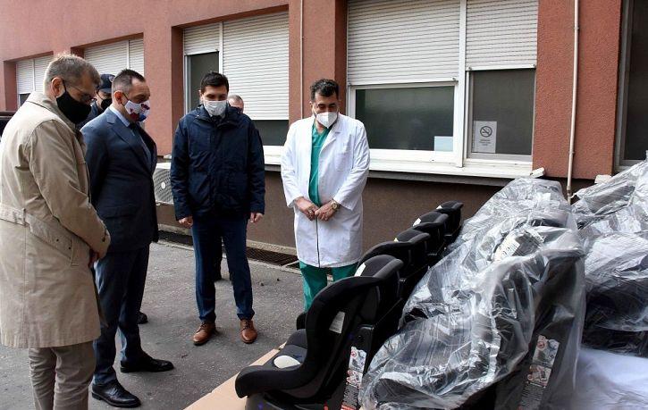 Auto sedišta za roditelje beba rođenih na Badnji dan i Božić | Agencija za bezbednost saobraćaja