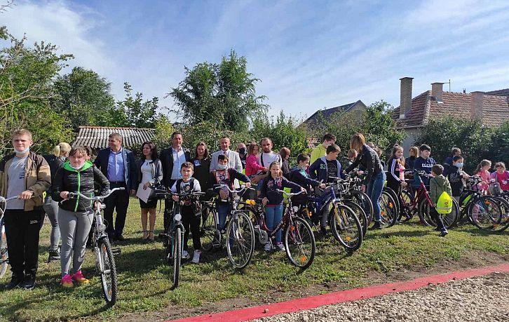 Безбедност деце бициклиста у Српској Црњи   Agencija za bezbednost saobraćaja