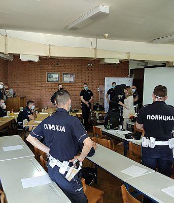 Агенција за безбедност саобраћаја у сарадњи са Управом саобраћајне полиције је започела обуку припадника саобраћајне полиције о правилној употреби безбедносних седишта за превоз деце