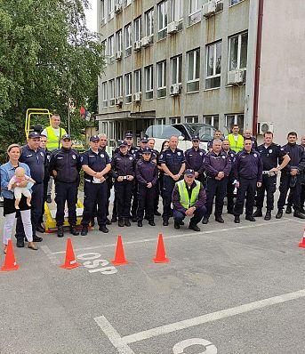 Обука припадника Саобраћајне полиције ПУ Бор и Зајечар о значају коришћења безбедносног седишта и сигурносног појаса